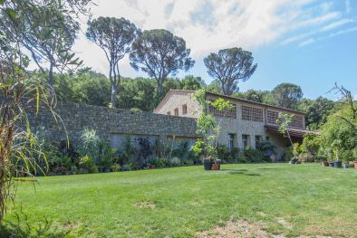 FARMHOUSE WITH 120 HA OF LAND FOR SALE IN THE UMBRIAN COUNTRYSIDE, PERUGIA, UMBRIA, TUORO, TRASIMENO, OLIVETA, DEPENDANCE