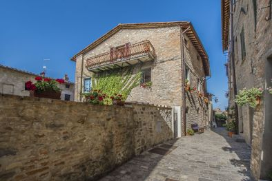 APARTMENT WITH TERRACE AND VIEW IN THE HISTORICAL CENTRE, MONTONE, UMBRIA, PERUGIA