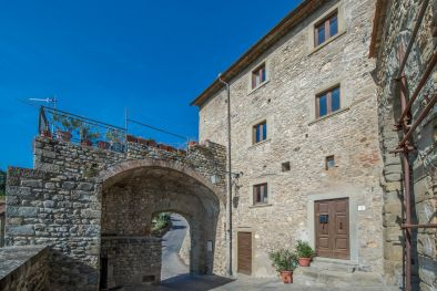 ANGHIARI: APARTMENT WITH PANORAMIC TERRACE ON THE RAMPARTS, TUSCANY, HISTORICAL BUILDING, HISTORICAL CENTRE