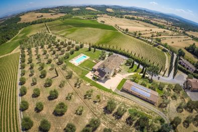 BEAUTIFUL WINE RESORT FOR SALE IN TUSCANY, SIENA, STATE OF THE ART WINERY, 25 HECTARES OF VINEYARDS, CHIANTI WINE, SPA
