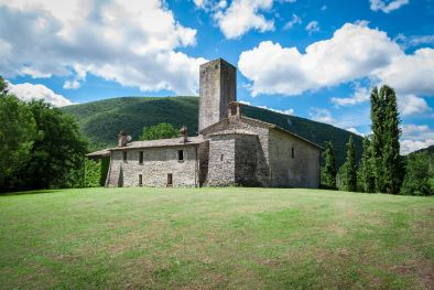 FARMHOUSE CHURCH MEDIEVAL TOWER IN UMBRIA | Romolini - Christie's