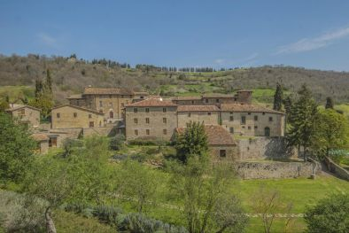 UMBRIA: FARMING BUSINESS ESTATE WITH RURAL HAMLET POOL AND LAND FOR SALE