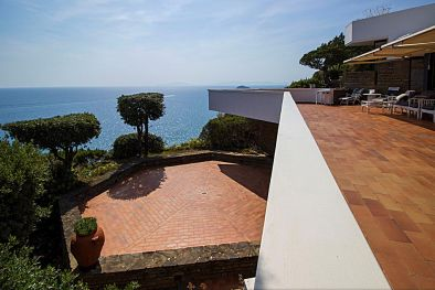 VILLA WITH DIRECT ACCESS TO THE SEA FOR SALE PUNTA ALA