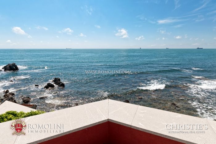 WATERFRONT LUXURY 3 BEDROOM VILLA TUSCAN COAST