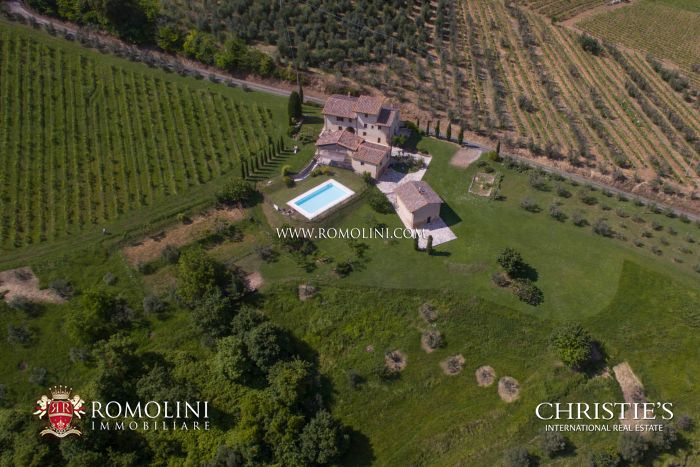 SAN GIMIGNANO SMALL HAMLET FOR SALE