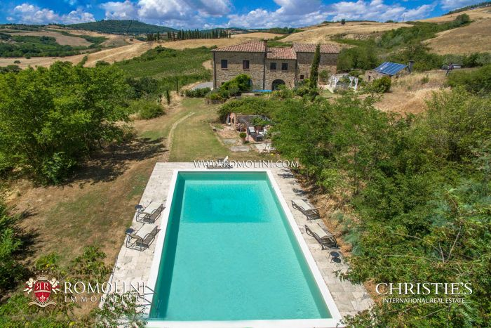 COUNTRY HOUSE WITH POOL AND PANORAMIC VIEW FOR SALE IN MONTEPULCIANO