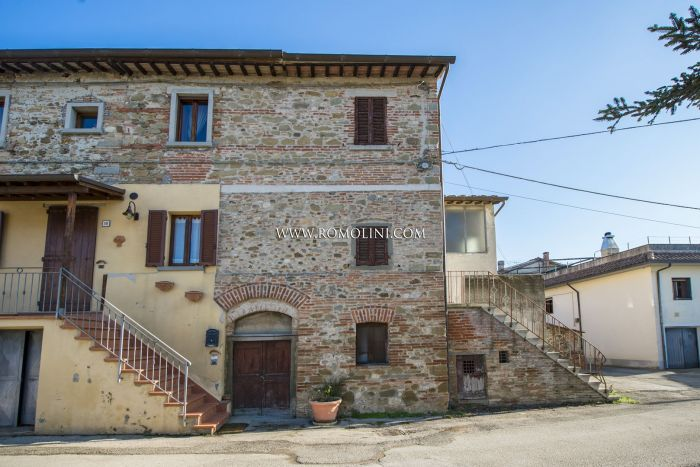 RUSTIC HOUSE FOR SALE IN ANGHIARI, TIBER VALLEY