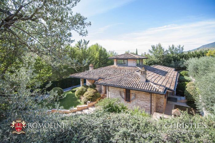 MODERN VILLA WITH OLIVE GROVE FOR SALE IN UMBRIA, ASSISI