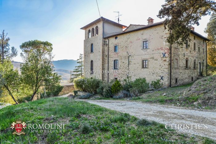 HISTORIC VILLA FOR SALE IN CITTÀ DI CASTELLO, UMBRIA