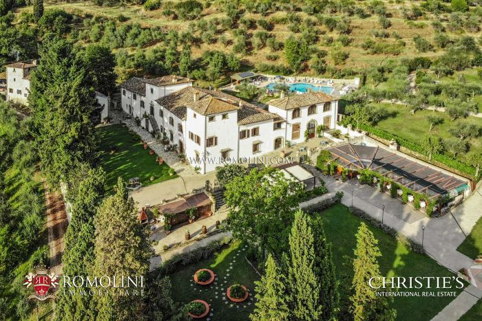 PRIVATE ESTATE WITH RENTAL BUSINESS AND FARM FOR SALE IN TUSCANY, FLORENCE