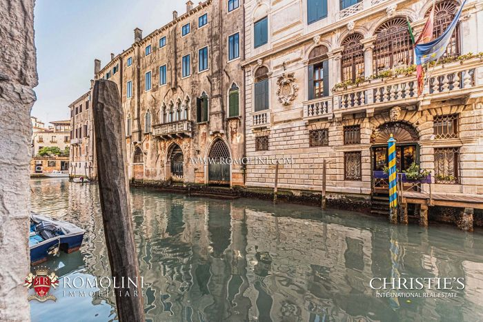 APARTMENT WITH PRIVATE MOORING FOR SALE IN VENICE, SESTIERE CASTELLO
