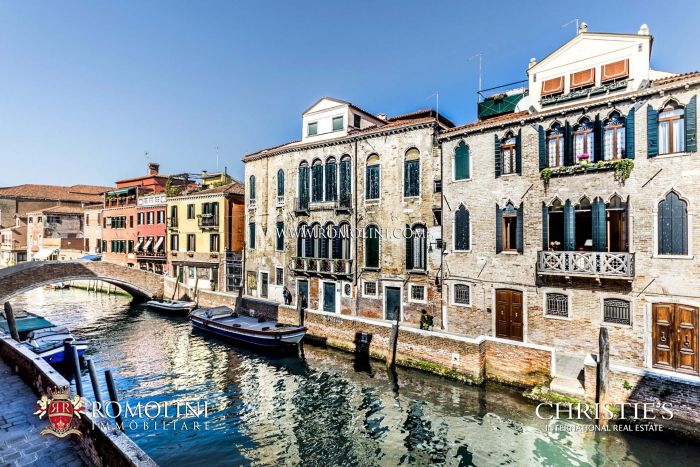 LUXURY APARTMENT FOR SALE IN VENICE, SANTA MARIA DEI CARMINI, SESTIERE DORSOSURO