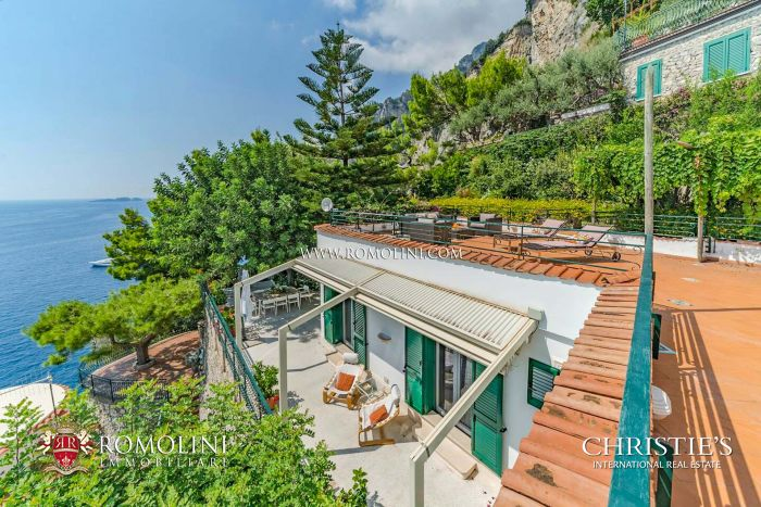 LUXURY WATERFRONT VILLA FOR SALE IN POSITANO, AMALFI COAST