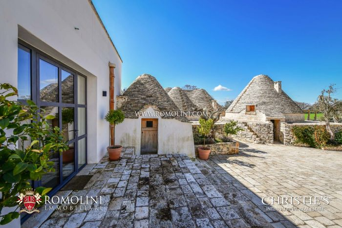 APULIA, TRULLI FOR RENT AND MASSERI WITH PRIVATE POOL AND WELLNESS CENTER