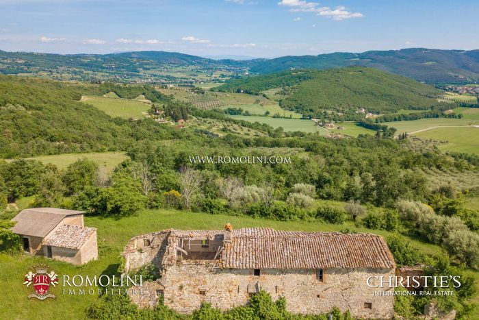 OLD STONE FARMHOUSE TO BE RESTORED FOR SALE UMBRIA PERUGIA