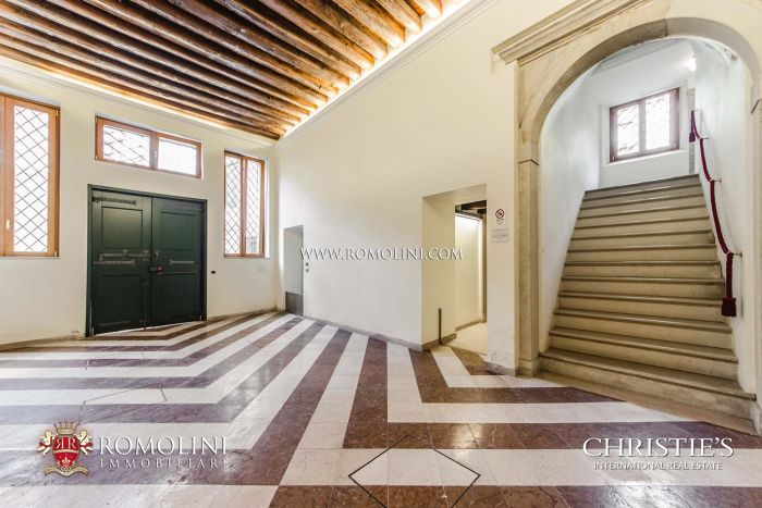 LUXURY APARTMENT FOR SALE IN SAN POLO, VENICE