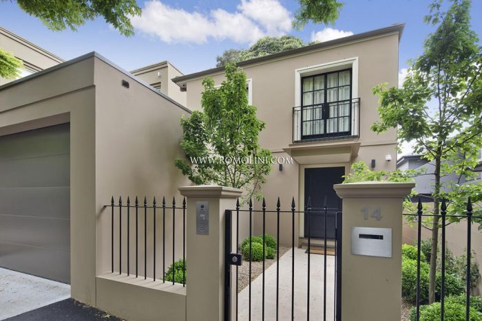 LUXURY HOME WITH GARDEN AND GARAGE FOR SALE IN SYDNEY, WOOLLAHRA, Australia