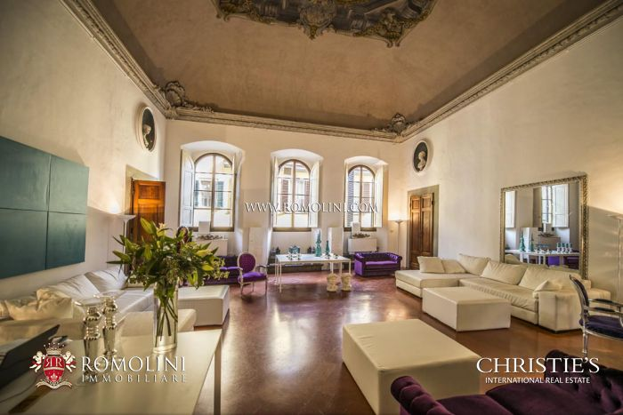 LUXURY REAL ESTATE IN FLORENCE: Renaissance Palace with Boutique Hotel for sale in Florence