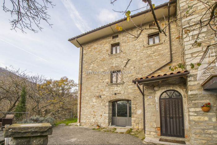 TWO BEDROOM FARMHOUSE FOR SALE IN CAPRESE MICHELANGELO,TUSCANY